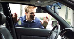 kunci mobil tertinggal didalam